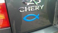 В чем тайное значение наклейки в виде рыбы на багажнике авто?