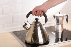 Как удалить накипь из чайника?