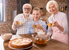 Как быстро приготовить заливной пирог? Бюджетные рецепты начинок.