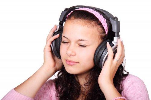 Песни влетают в левое ухо