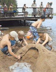 Как научить ребенка играть со сверстниками