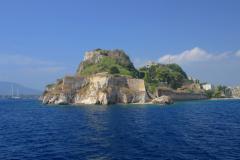 Не махнуть ли на Корфу? Чудо-остров, чудо-остров…