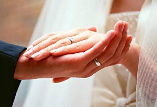 Что следует дарить на годовщины свадеб?